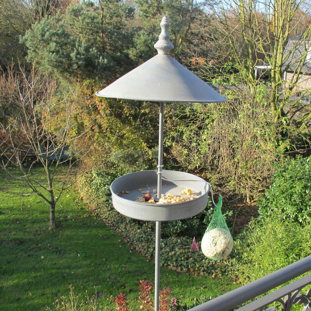 Metall gartenstecker vogelfutterstation for Gartenstecker metall